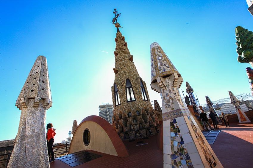 toit et cheminées du palau Guell