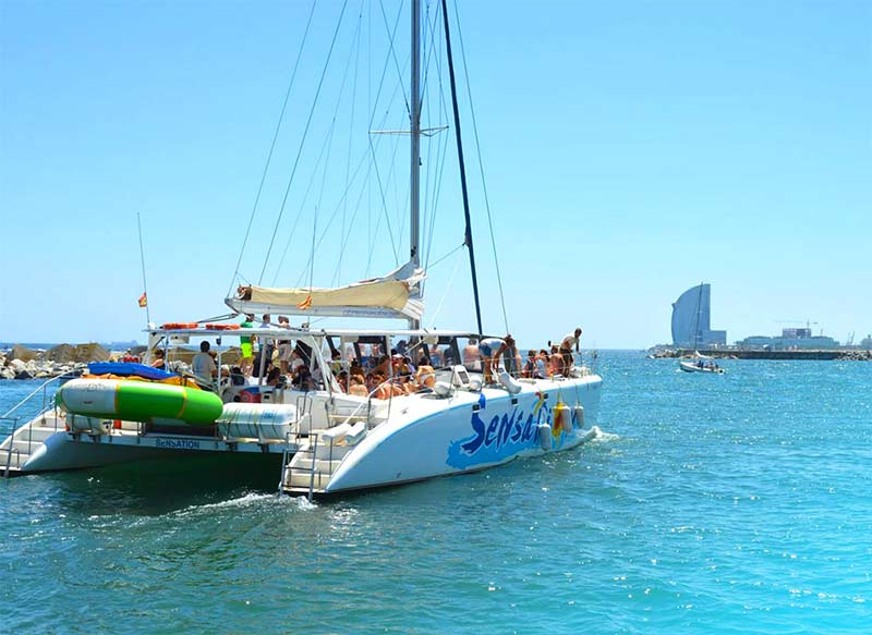 balade en mer en Bateau Catamaran Barcelone